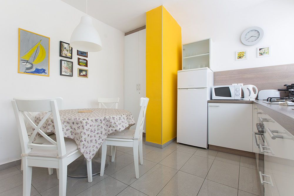 Fully equipped kitchen with dining table for 5 persons and big windows with lots of light.