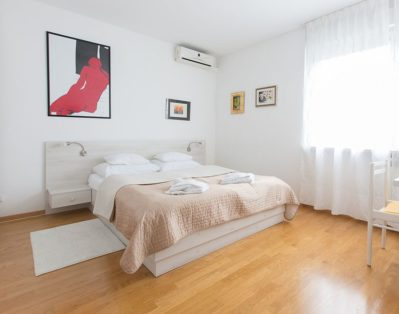 Bedroom with double bed, big closet, air condition and working table