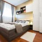 Bedroom with double bed and closet