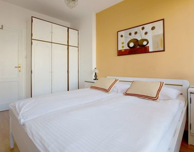 Bedroom with double bed 160 x 200 cm and the exit to the balcony.