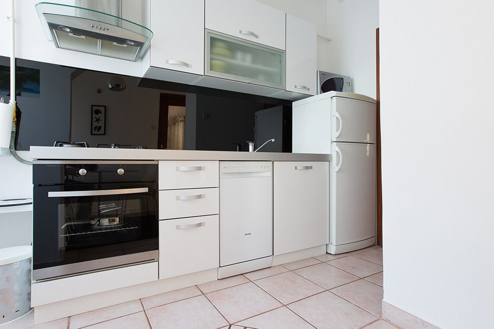 Fully equipped kitchen with stove, microwave, oven dish washer and fridge