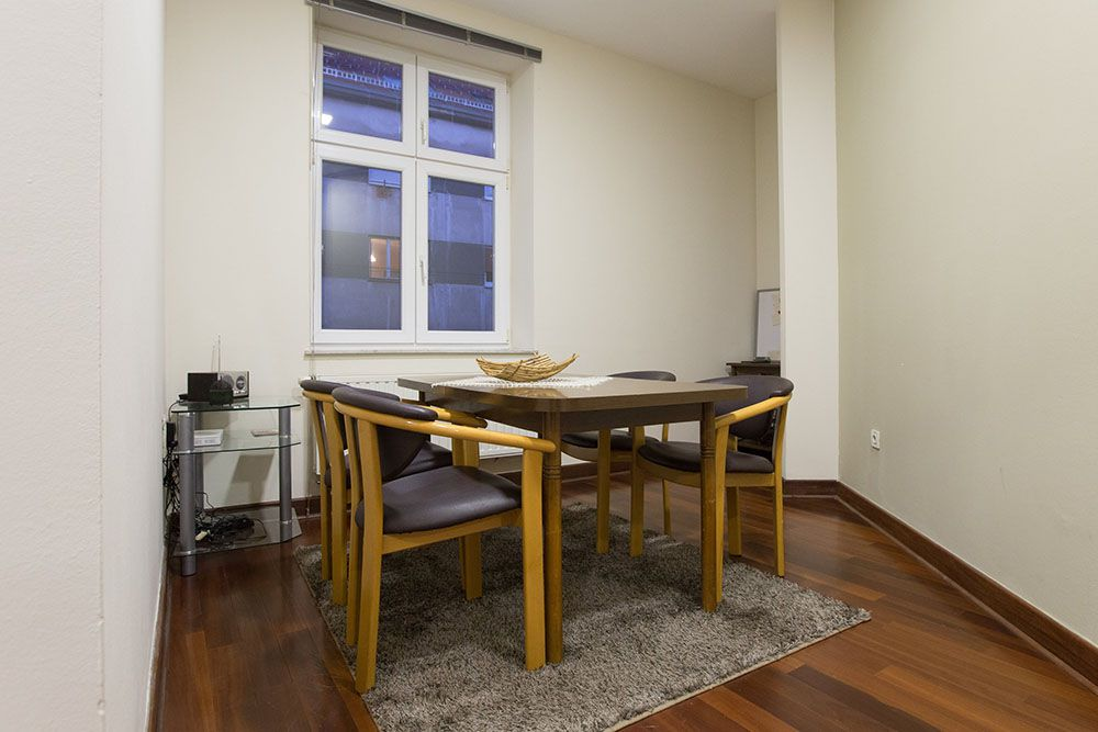 Dining area for 4-5 persons